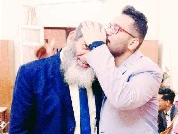 صورة بر الوالدين واعتذار ابن لأبيه لعدم حضور عيد ميلاده
