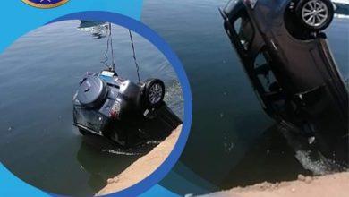 صورة سقوط سيارة بمياه نهر النيل بالأقصر