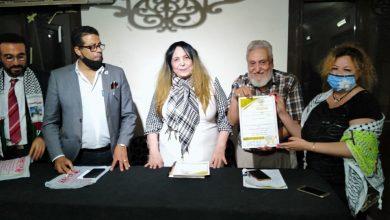 """صورة التجمع العربي للسلام يكرم """"حنان حسن"""" المدير التنفيذي لملكة جمال الأطفال العرب"""