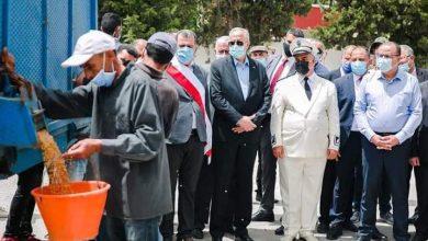 صورة رئيس الحكومة يعطي شارة انطلاق موسم الحصاد الوطني من بنزرت
