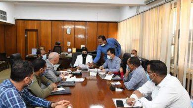 صورة السكرتير العام المساعد لقنا تجتمع مع أعضاء لجنة تطوير المناطق غير المخططة