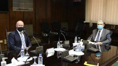صورة محمد شاكر وزير الكهرباء والطاقة المتجددة في لقاء مع سفير استراليا